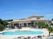 villa de charme aux portes de l'Ardèche ,Vaucluse, climatisée , piscine clôturée, terrasse ombragée , parking sécurisé