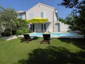 Villa, gite de France, indépendante avec jardin clos et piscine privée.