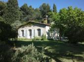 à 10 minutes de la MER, maison au CALME avec une Trés BELLE vue PANORAMIQUE sur les villages médiévaux du CASTELLET, de
