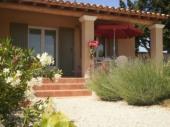 L'Oustau de Naïs: gîte neuf 2 chambres entre Orange et Avignon