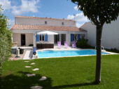 La Demoiselle **** Venez profiter de la belle région de la Charente-Maritime en séjournant dans notre villa avec piscine privative classée 4 étoiles et exposée Sud.