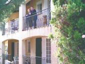 A l'entrée du village à 900 m de la plage la famille Bertrand vous accueille dans sa maison provençale.