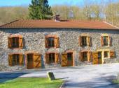 Gîte Le Cabrera à Neufmanil - à 11 Km de Charleville-Mézières. Ancien moulin du XIXème siècle rénové dans vaste terrain (1 ha) au cœur de la forêt, à 12 minutes de Charleville et 10 minutes de la Belgique.