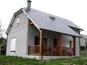 Maison neuve, tout confort, dans village calme.