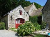 Petite maison Bretonne rénovée au cœur d' un village classé grâce à sa chapelle Saint Adrien, pour 4 à 6 personnes.
