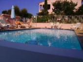 Maison avec jardin clos et piscine à débordement, endroit très calme à Sainte Lucie de Porto-Vecchio