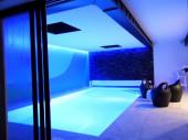 Villa Ty Mam'Goz, Bretagne Santec spa, piscine intérieure, 50 m de la plage.
