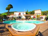 Location vacances - Appartement avec piscine, dans le Var