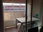 Superbe appartement P2 cabine climatisé de 27 m² à 100 m de la plage et à 100 m des commerces de proximité.