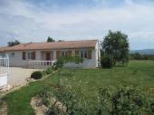 Maison indépendante de plain pied sur terrain de 4000 m². Abbaye de Sorèze à 15 km. Lac de St Ferréol à 20 km. Castres à 15 km.