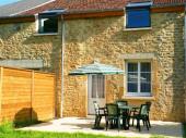 Gîte Le Louis Philippeà Douzy - à 8 Km de Sedan Maison traditionnelle ardennaise rénovée, mitoyenne à un autre gîte et à un autre logement.