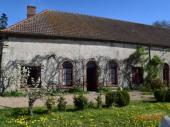 """Gite  plain pied 5 pers""""La Maison du Jardin"""" dans une propriété authentique surplombant la Vallée de la Besbre"""