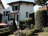 Maison de charme, année 30 avec jardin à l'italienne au coeur de la station balnéaire, proche de tous commerces, mer et