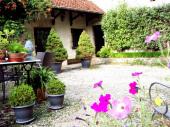 Au Cadran Solaire, gîte ROMANCE  3*, jardin romantique et parc clos.