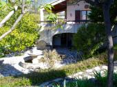 très belle villa confortable, dans un environnement naturel à proximité des commerces et de la baignade