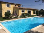 Superbe et spacieuse villa provençale avec piscine 10 m par 5 sur terrain clos, 4 grandes chambres.