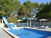 Villa avec toboggan , piscine et cuisine d été