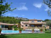 Gîtes en pierres 4 personnes avec piscine en Provence