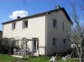 """Maison """"La Vigne Rouge"""" au cœur d'un village de caractère, près du Puy en Velay, départ du chemin de Compostelle."""