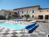 Ferme rénovée située à 10 km d'Albi et de Cordes, exposée sud avec piscine privée et vue sur la campagne vallonnée, idéale pour les vacances et regroupement entre amis ou en famille.