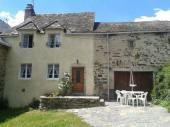 Maison ancienne rénovée (rdc + ét.) située à 7 km des Thermes de Chaudes-Aiguës. Randonnées à proximité.