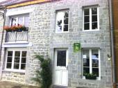 Gîte Le Banc Sous Les Tilleuls à Chooz - à 60 km de Charleville-Mézières. Au cœur du village, maison mitoyenne avec terrasse de 20 m².