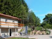 Charmante petite maison indépendante et isolée dans un cadre forestier.
