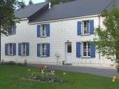 Gîte Le Pré d'Hyraumont à Rocroi - à 30 km de Charleville-Mézières Maison semi-mitoyenne avec la maison des propriétaires.
