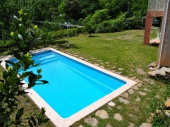 la cigale et la fourmi (villa + piscine)