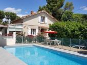 Joli appartement dans une Villa avec piscine privée et sécurisée.