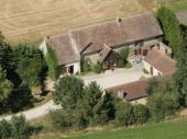 Gite de familial indépendant avec grand jardin en  Sarthe  Couchages =15 personnes, et 60 personnes dans la salle.