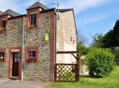 Gîte n°404 à Arreux - à 12 km de Charleville-Mézières. Maison mitoyenne de pays.