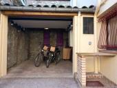 Maison mitoyenne de 54 m² possédant un garage de 20 m². Labellisée 3 clés clévacances et 3*** meublé de tourisme, gage de qualité et de confort.