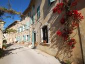 Proche plages et  SANARY sur MER, vacances dans Bastide, beau logement 75m² climatisé + 25m² terrasse.