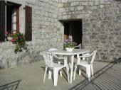 Maison en pierre indépendante, avec une grande terrasse