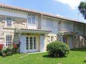 maison spacieuse et confortable dans une propriété au calme avec piscine proche de Blaye et de l'Estuaire de la Gironde