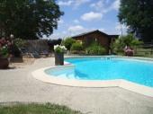 gite avec piscine chauffée et cheminée