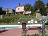 Le petit hameau de la « Montanina » (petite montagne) se dresse dans le cœur du Casentino, une des vallées les plus évocatrices de la Toscane.