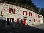 Joli appartement pour 5 personnes  à pont de veyrieres commune de Meyras