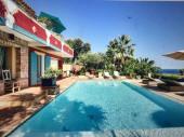 Villa avec piscine à débordement et vues exceptionnelles sur la mer