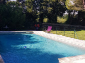 Gite dans un environnement de campagne avec piscine et jardin