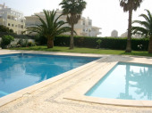 Résidence avec 6 étages avec pisicine à 400 m de la Praia de Rocha