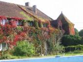 Le manoir de Montaphilant comporte 2 corps de bâtiment (avec 10 chambres et 2 petits dortoirs de 8 places chaque).