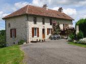 Gîte Le Cantou  en Chataigneraie, près d'un lac.