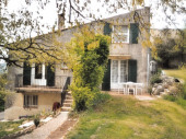 Mas provençal avec plusieurs appartements, entrées indépendantes.
