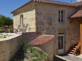 Gite de caractère récemment restauré situé dans la basse vallée du Lot, à Grézels, entre Prayssac et Puy L' Evêque