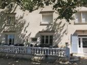 Maison familiale en vallée de Cèze. En bordure des vignes. Baignade 10' à pied