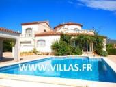 Villa CP BELLA. Belle villa indépendante profitant également d'un studio pour 8 à 10 personnes au total.
