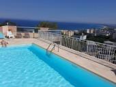 Très Bel  Appartement dans maison avec piscine et vue sur mer