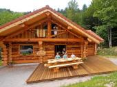 Magnifique Chalet Rondins 10 à 12 personnes, 140m², 4 chambres, Wifi, 2 Salles de Bain, Poêle à bois, terrasse plein sud avec barbecue